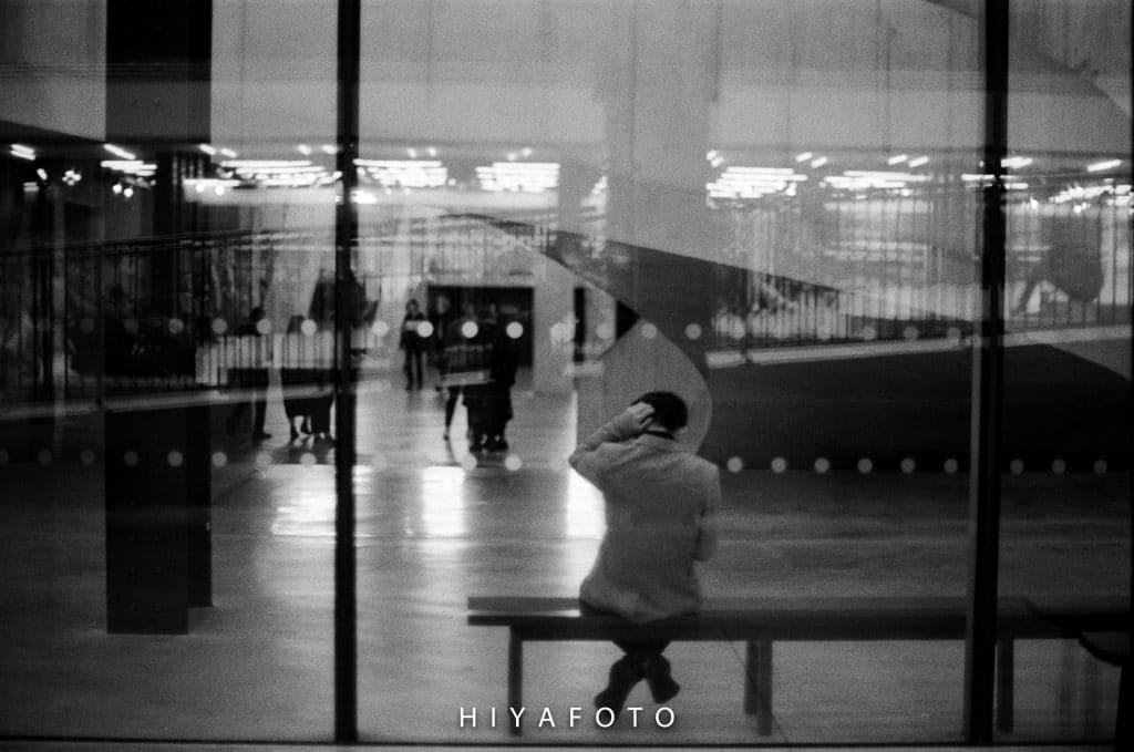 Ed Braidwood - A man on a bench in Tate Modern - ArtFullFrame artfullframe.com